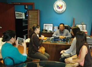 Some Benilde students majoring in Consular and Diplomatic Affairs paid Senator JV Ejercito a visit and asked his thoughts on certain political issues and his proposed legislation. (August 3, 2015)