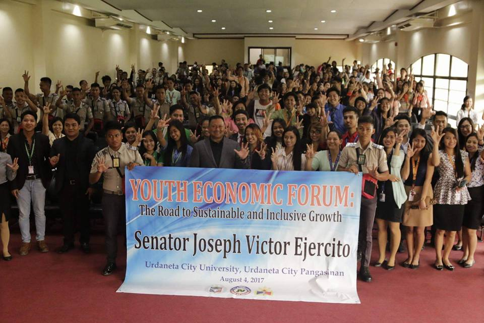 Sen. JV During the Youth Economic Forum in Urdaneta City.