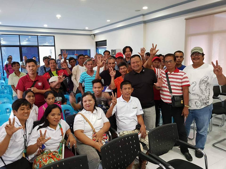 Sen. JV Goes to Urdaneta for Agritalakayan