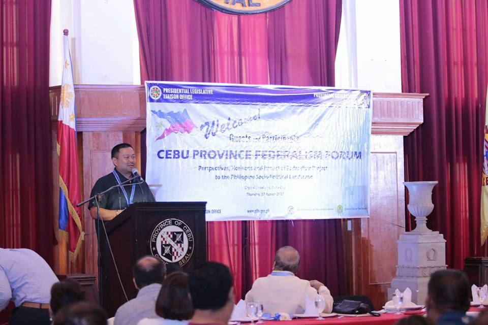 Sen.JV Cebu for a Day! Paid Courtesy Call First to Gov. Hilario Davide III and Joined Their Talk on Federalism.