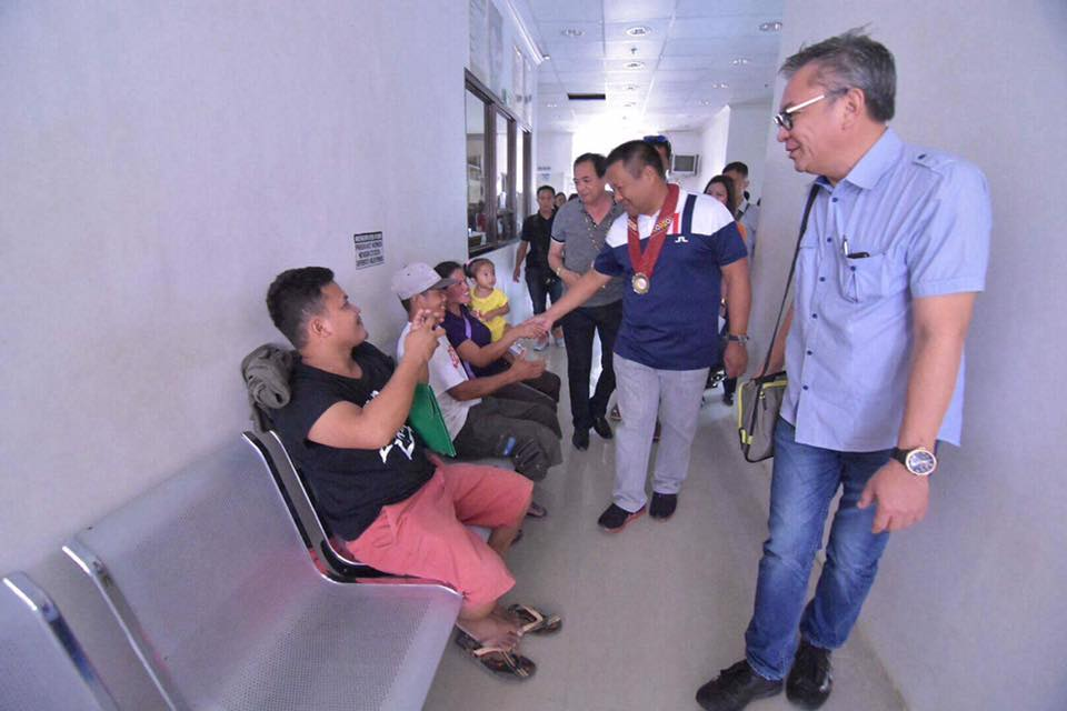 Sen. JV Visits Democrito O. Plaza Memorial Hospital