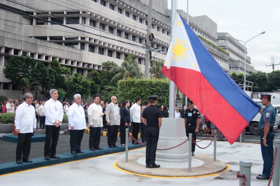 Sen. JV Started the week and the month of October by guesting at the Senate Flag Ceremony.