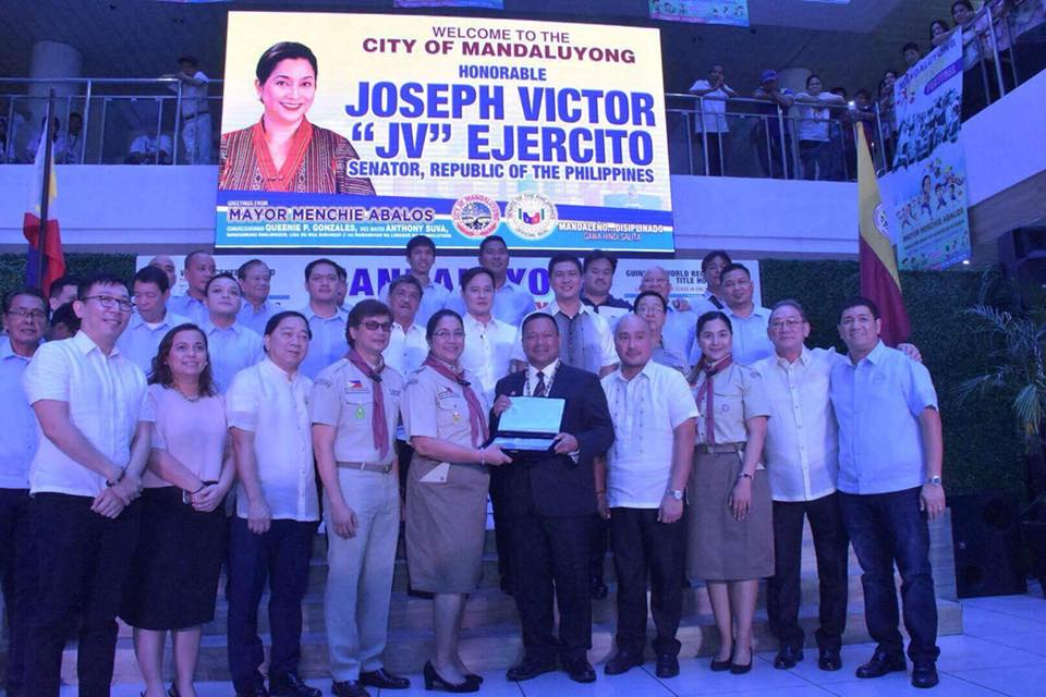 SEN. JV DURING THE FLAG CEREMONY AT MANDALUYONG CITY HALL