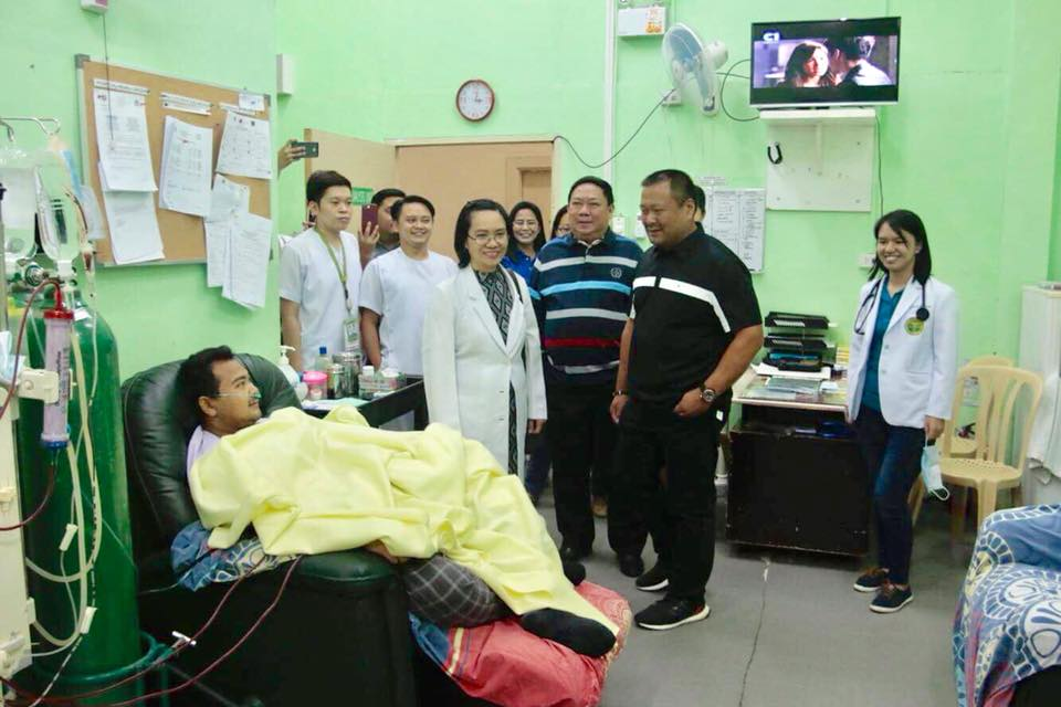 Senator JV Visits the Hospital in Cabanatuan City.