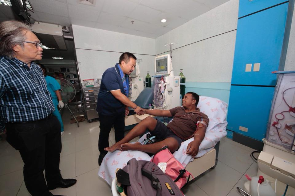 Sen. JV Visits Southern Philippines Medical Center