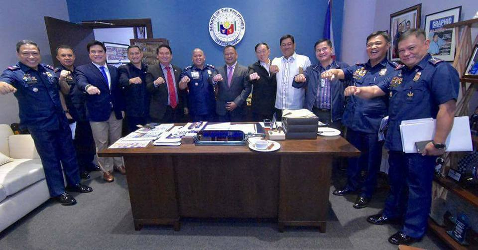 """Senator JV Ejercito in a briefing with DILG officials headed by USec. Catalino Cuy and PNP Director General Ronald """"Bato"""" Dela Rosa"""